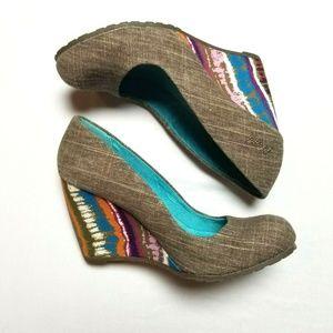 Blowfish wedges 7 multi color heel round toe